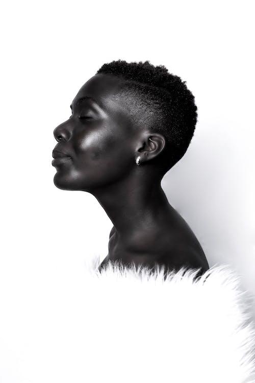 Fotos de stock gratuitas de africano, afroamericano, blanco y negro, cabello corto