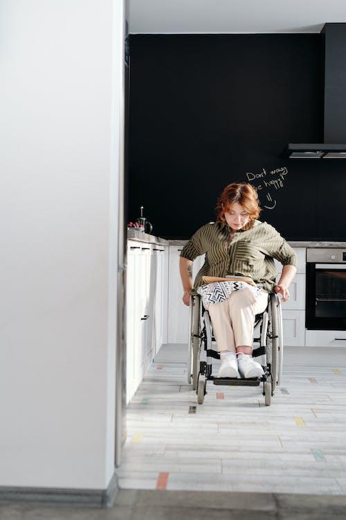 Δωρεάν στοκ φωτογραφιών με lifestyle, αναπηρία, αναπηρική καρέκλα