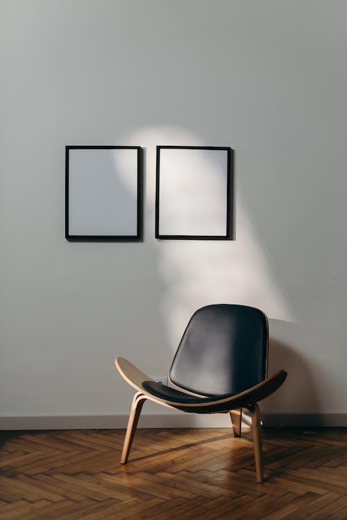 Darmowe zdjęcie z galerii z biała ściana, białe ściany, biuro, chłodzenie w domu