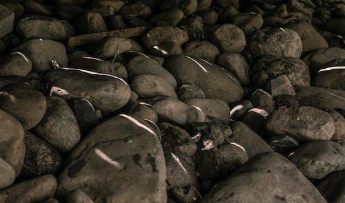 Foto profissional grátis de cinza, cinzento, pedras, rochas