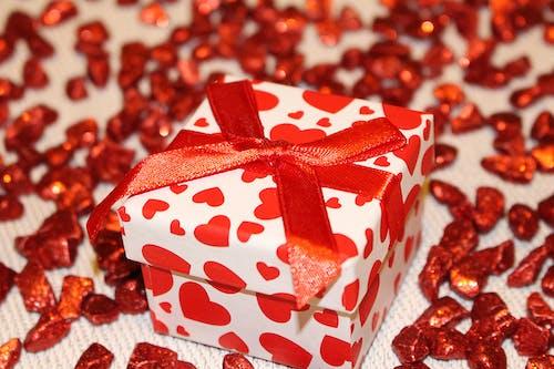 Immagine gratuita di compleanno, confezione, imballaggio, nastro