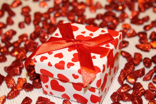 Red and White Heart Print Box