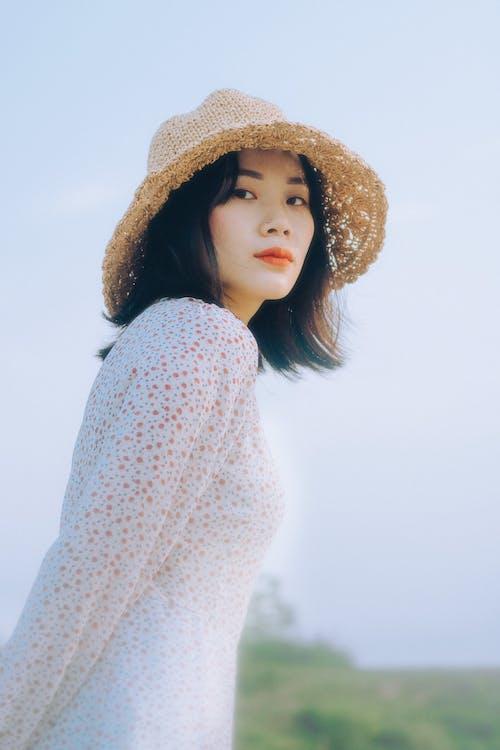 Foto d'estoc gratuïta de asiàtica, barret, bonic
