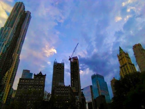 Fotobanka sbezplatnými fotkami na tému farby západu slnka, mesto New York, mrakodrapy, mraky obloha