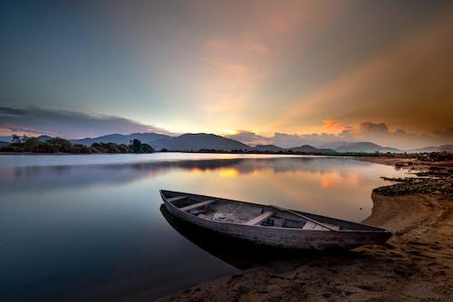 Бесплатное стоковое фото с вечер, вода, восход, горизонт