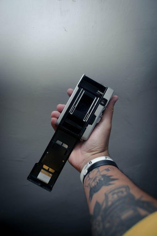 Kostenloses Stock Foto zu armbänder, drinnen, elektrik, elektronik