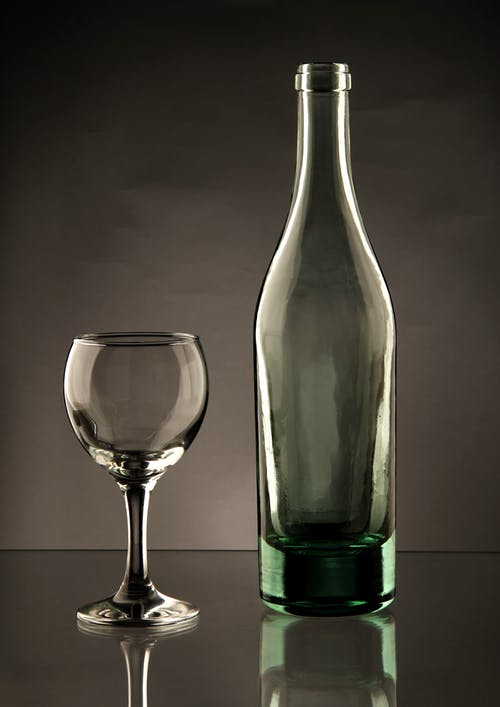 병, 와인 잔, 음료수 잔의 무료 스톡 사진
