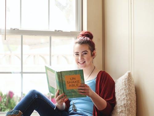 Foto stok gratis baca, belajar, bersantai