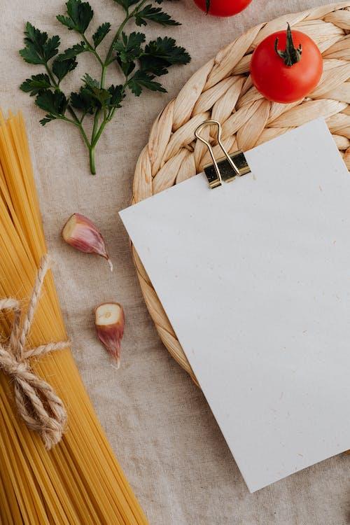 Immagine gratuita di aglio, carta bianca, chiodi di garofano
