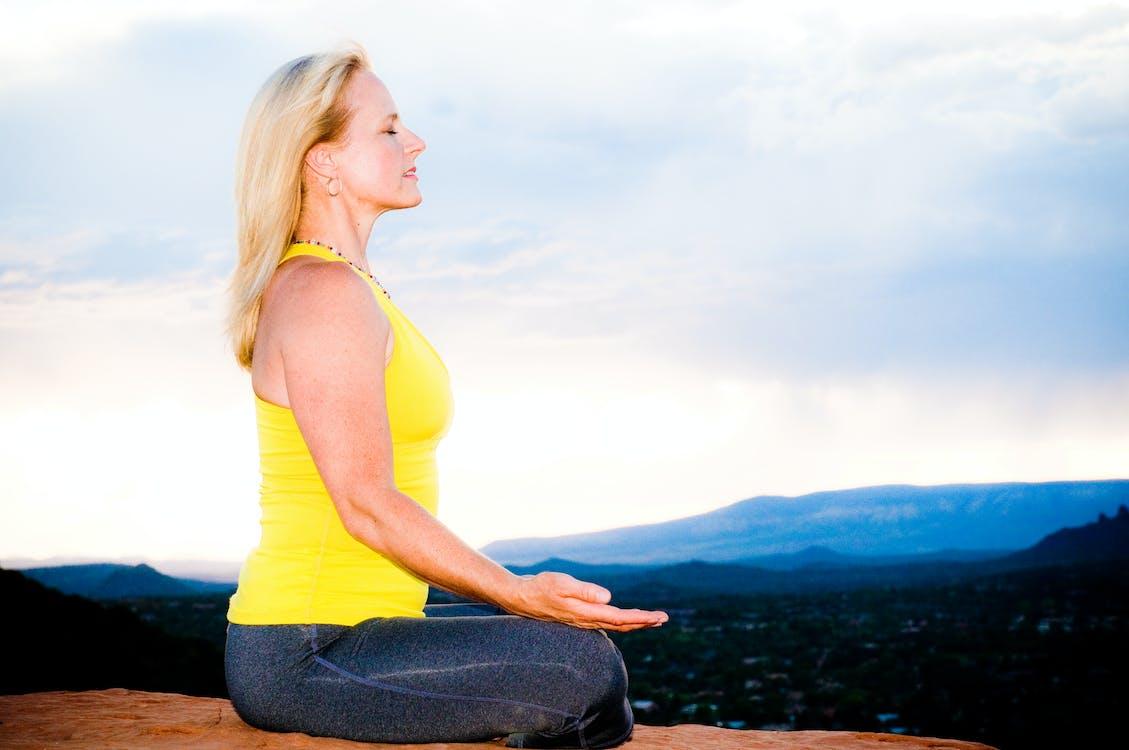 Foto profissional grátis de atenção plena, meditar, respiração