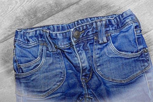 Бесплатное стоковое фото с брюки, голубой, джинсовый, джинсы