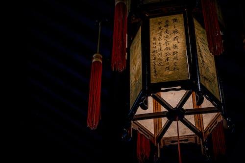 Бесплатное стоковое фото с азиатский, в возрасте, в помещении, вертикальный