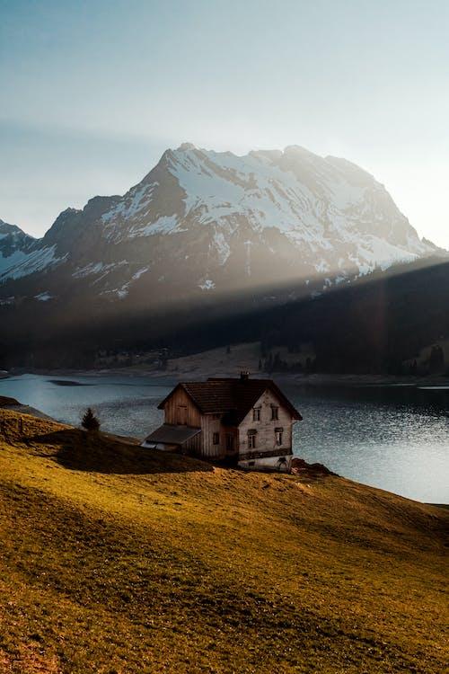 Darmowe zdjęcie z galerii z dom, dom nad jeziorem, góra, izolacja