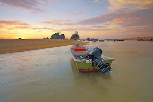 Foto profissional grátis de água, alvorecer, barcos, beira-mar