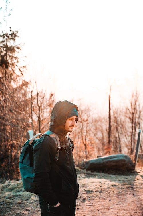คลังภาพถ่ายฟรี ของ hoodie สีดำ, peakdesign, กระเป๋าเป้สะพายหลังภาพ, กลางแจ้ง