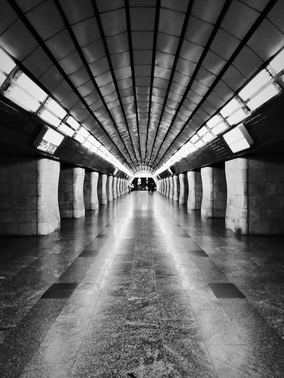 Darmowe zdjęcie z galerii z czarno-biały, kyiv, metro