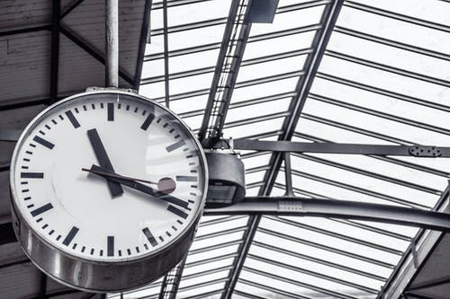 Foto profissional grátis de atas, cronômetro, data limite, estação de trem