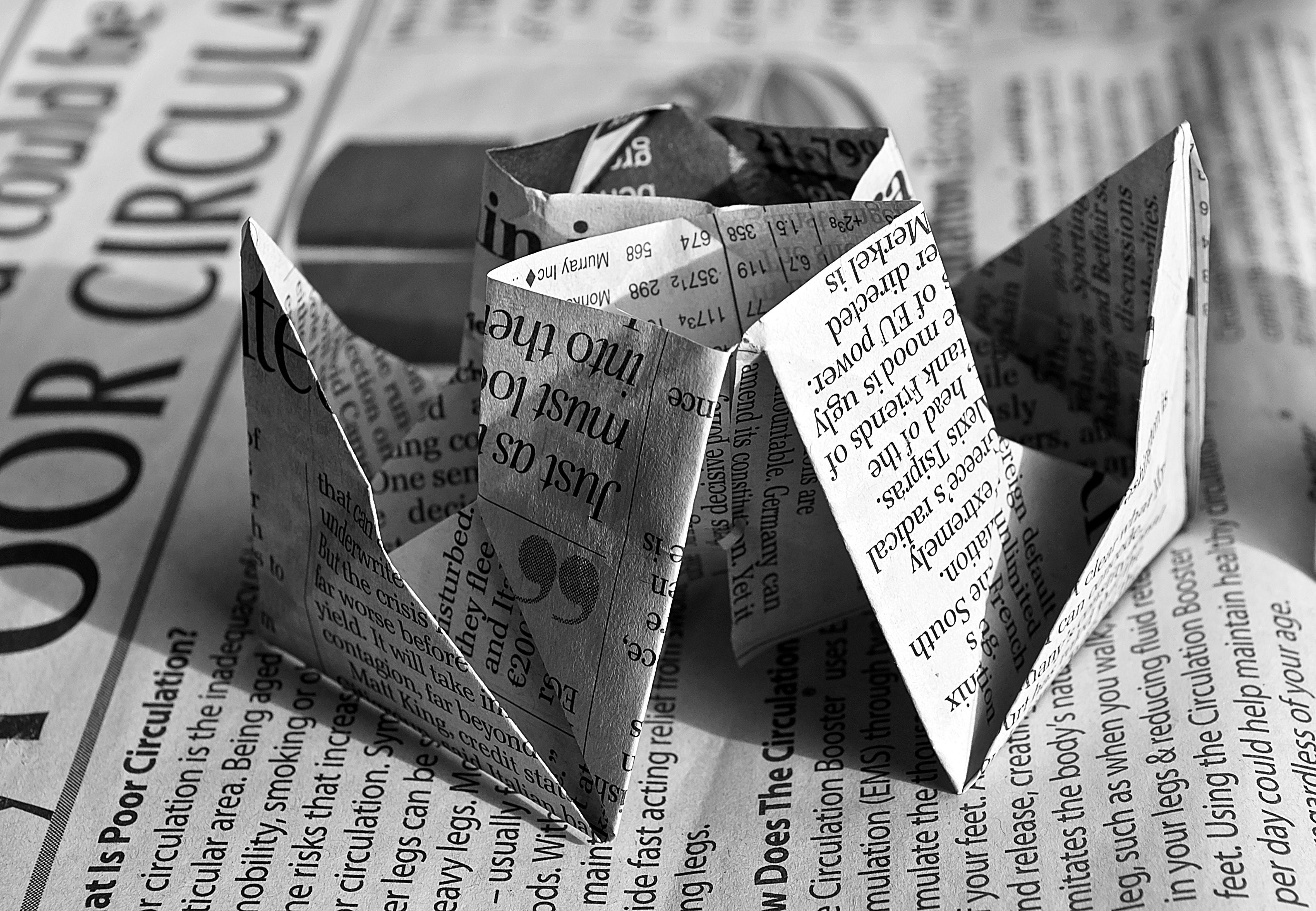 Základová fotografie zdarma na téma černobílý, noviny, origami, umění