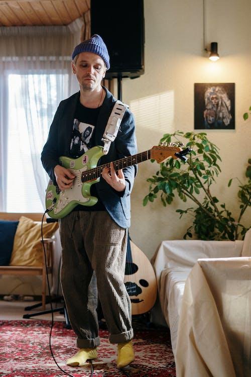 Foto profissional grátis de amante da música, ao vivo, aparelho eletrônico, aparelhos