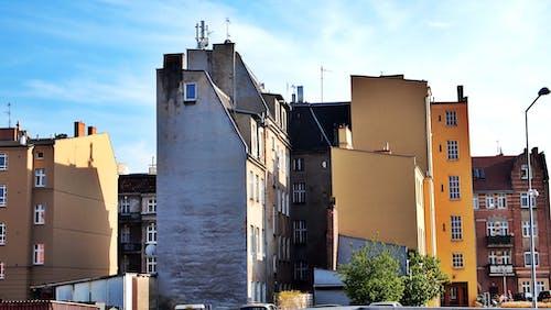 Бесплатное стоковое фото с городская тюрьма, разноцветные дома, старое здание, старый город