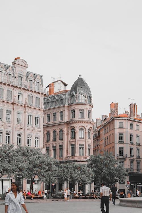 Безкоштовне стокове фото на тему «архітектура, багатоквартирний будинок, Будівля, Вулиця»
