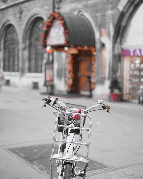 Безкоштовне стокове фото на тему «архітектура, велосипед, Вулиця, вулиця міста»