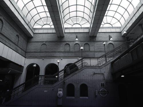 bakış açısı, bardak, bina, camlar içeren Ücretsiz stok fotoğraf