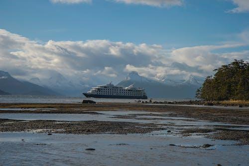 Free stock photo of arctic, arctic landscape, cruise ship, landscape