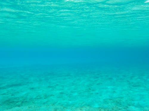 Immagine gratuita di acqua azzurra, avventura acquatica, avventura in mare
