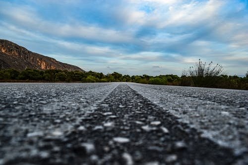 Immagine gratuita di strada, strada vuota, sulla strada