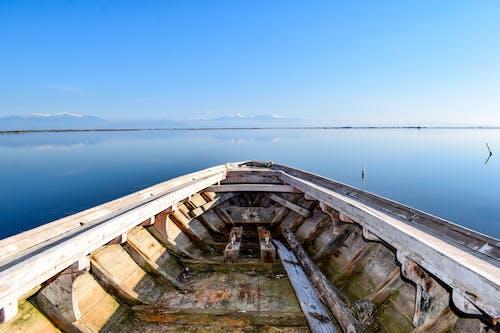Immagine gratuita di barca, cielo blu, mare