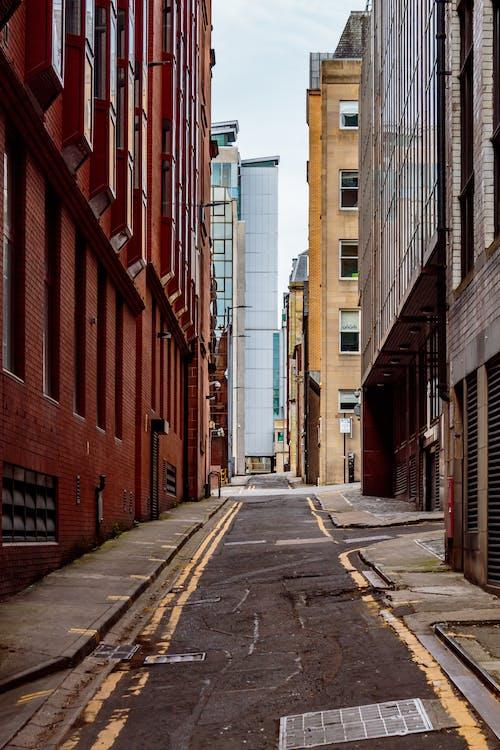 Fotobanka sbezplatnými fotkami na tému architektúra, bočná ulica, budovy, centrum mesta