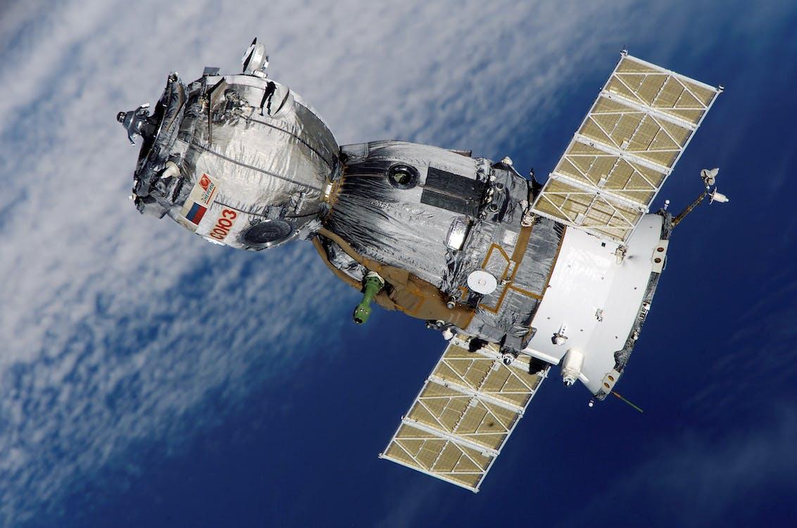 aurinkokennot, avaruus, avaruusalus