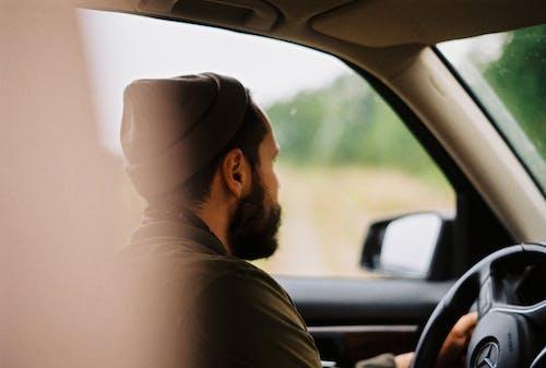 Gratis stockfoto met auto, autorijden, beanie