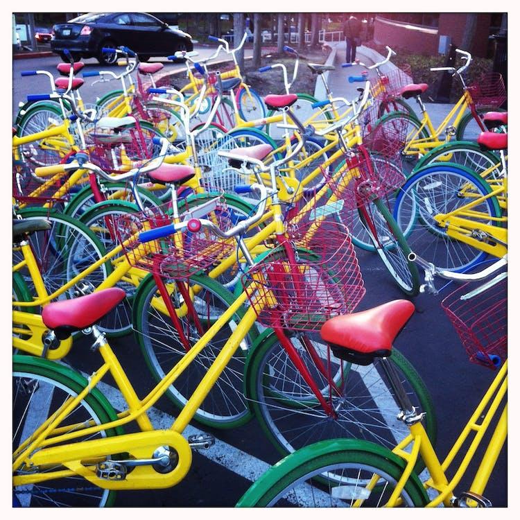 bil, cyklar, färgrik