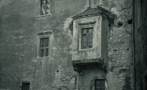 Gratis stockfoto met architectuur, balkon, dramatisch, kasteel