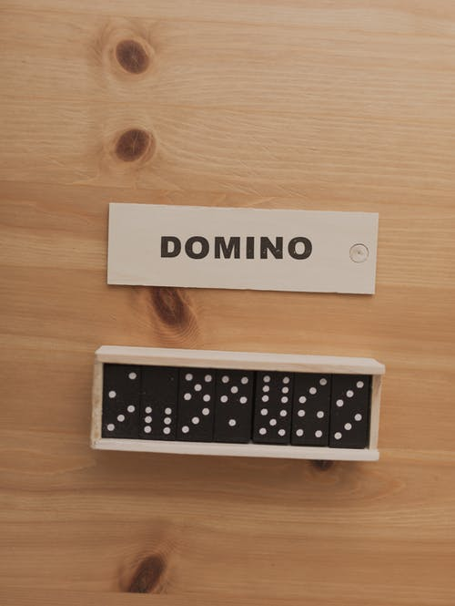Box of domino with lid