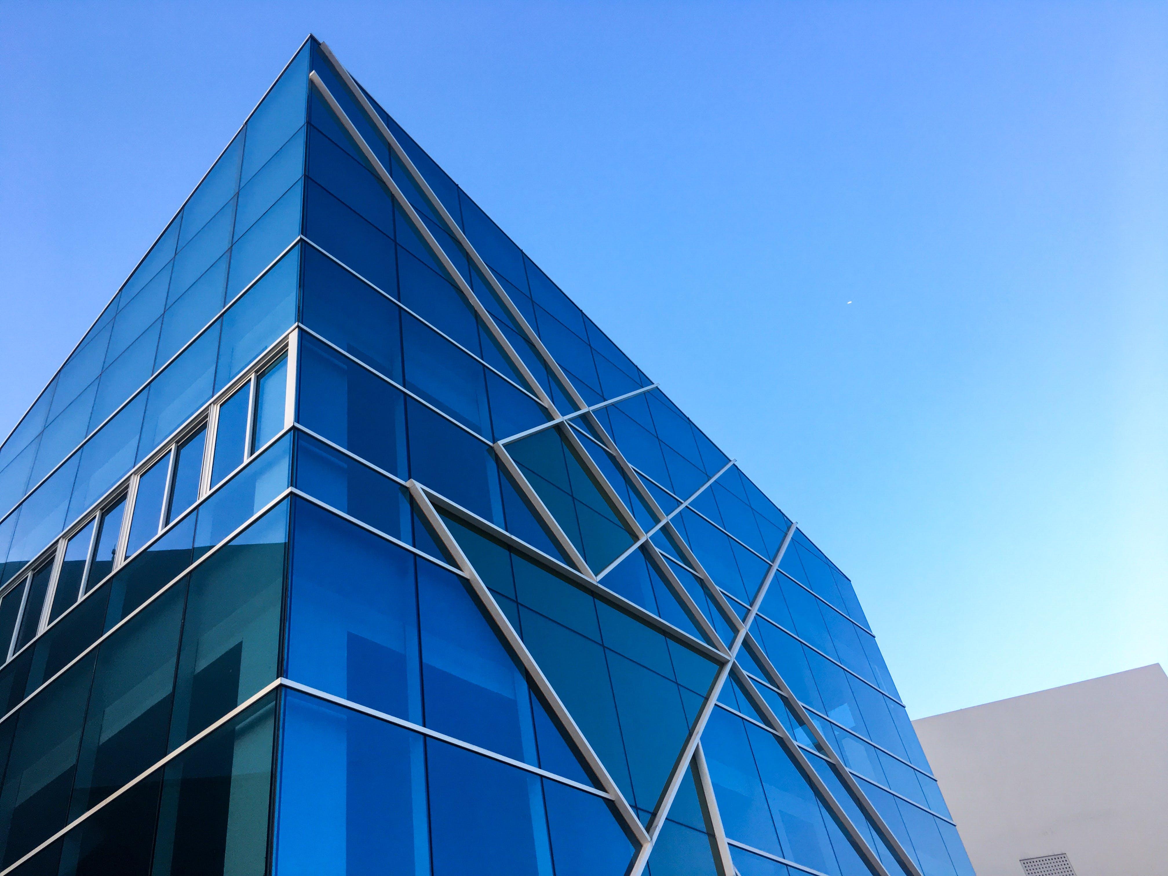 Gratis lagerfoto af arkitektdesign, arkitektur, blå himmel, byggeri