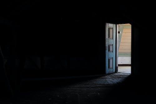 Darmowe zdjęcie z galerii z ciemny, drzwi, jasny