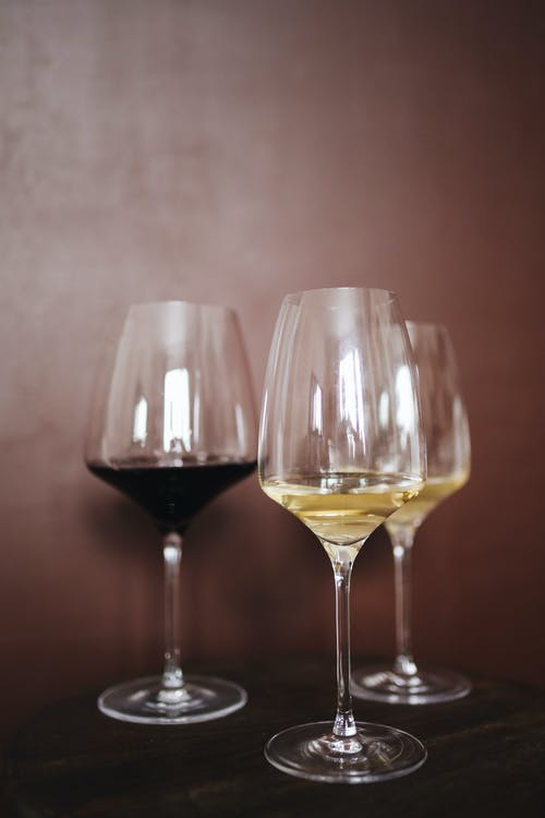 Clear Wine Glasses With Wine
