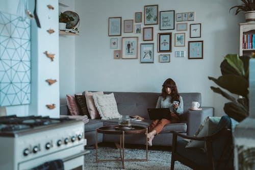 Kostnadsfri bild av avslappning, bärbar dator, böcker, bokbindningar