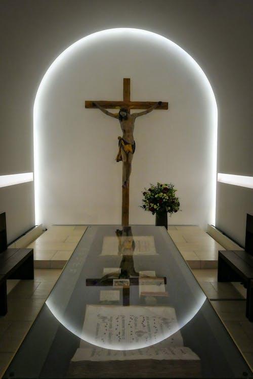 Darmowe zdjęcie z galerii z biblia, kościół, krzyż
