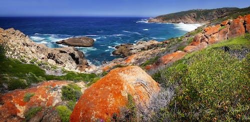Darmowe zdjęcie z galerii z afryka południowa, czerwone skały, niebieska woda, wybrzeże klifowe