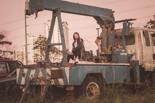사진 촬영, 앉아 있는, 여성의 무료 스톡 사진