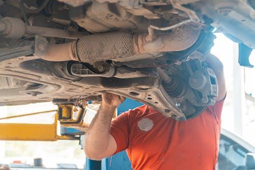 Foto stok gratis ahli mesin, autoparts, aveo, ban