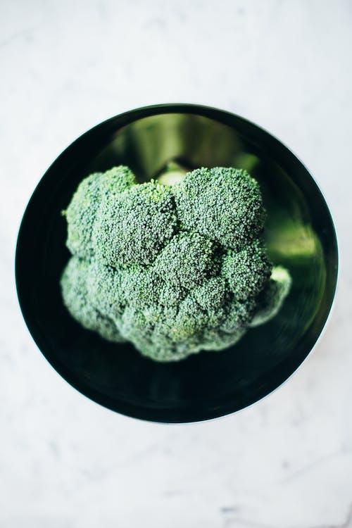 Green Kush in Black Round Bowl