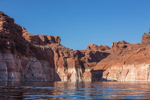 Fotos de stock gratuitas de agua, cielo azul, lago powell, piedra roja