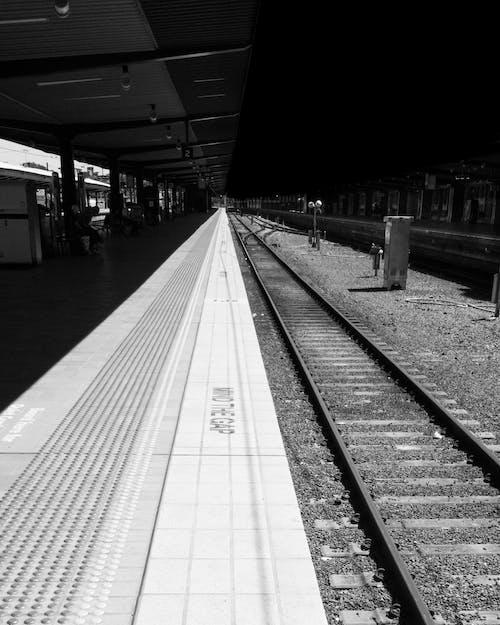 기차역, 대조, 모노톤의, 미니멀의 무료 스톡 사진