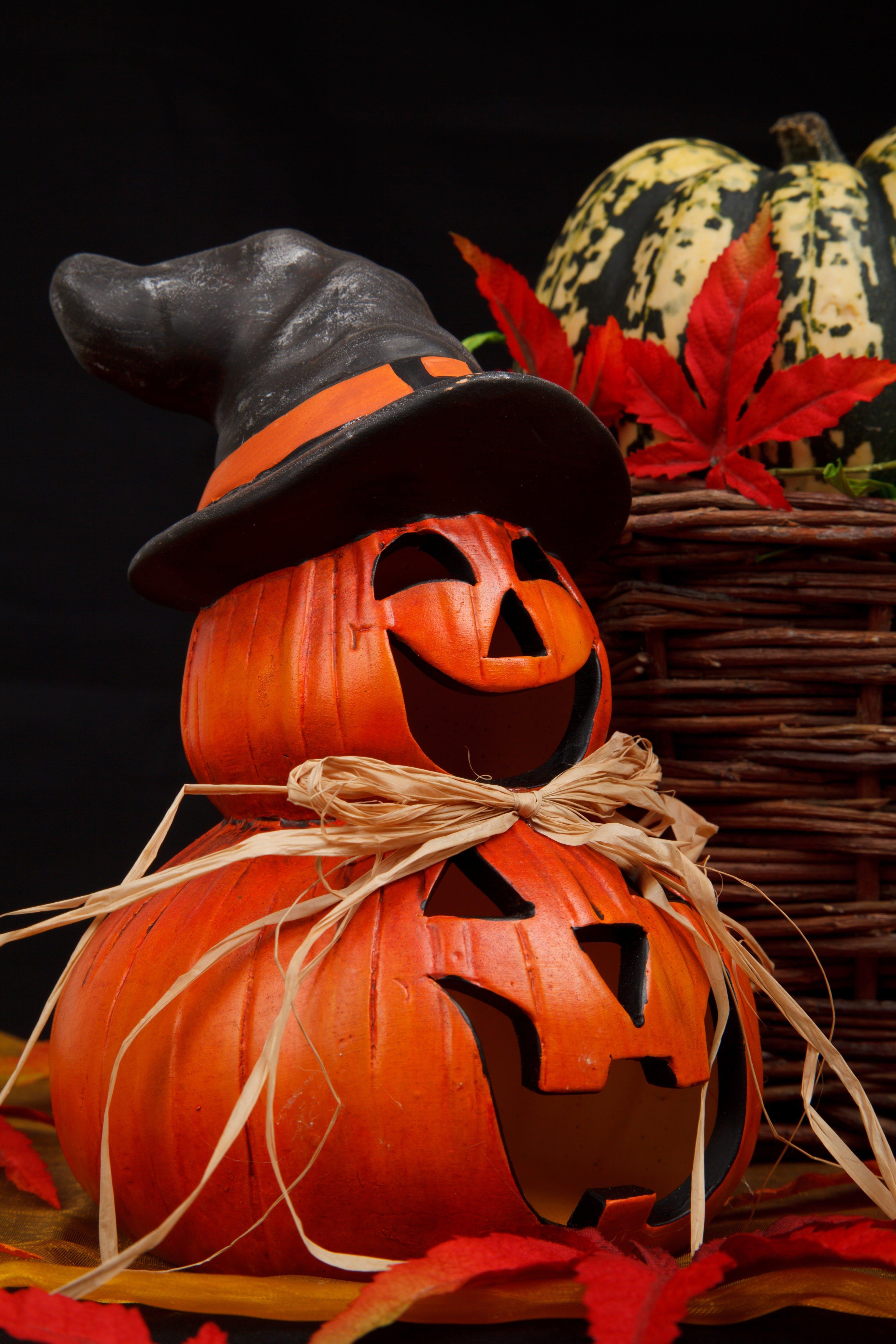 Red Jack-o'-lantern Witch Decor
