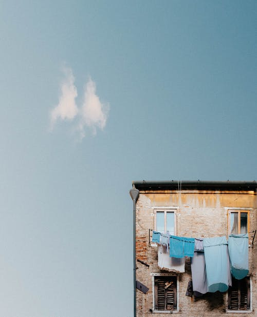 Darmowe zdjęcie z galerii z abstrakcyjny, architektura, błękitne niebo, budynek